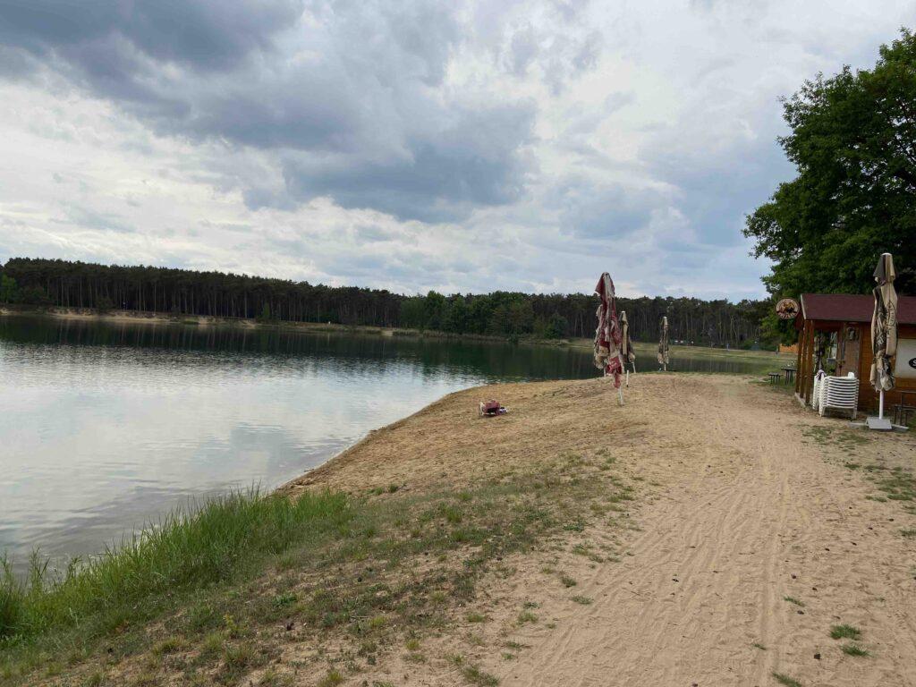 jezero lhota paddleboard pláž a stánek
