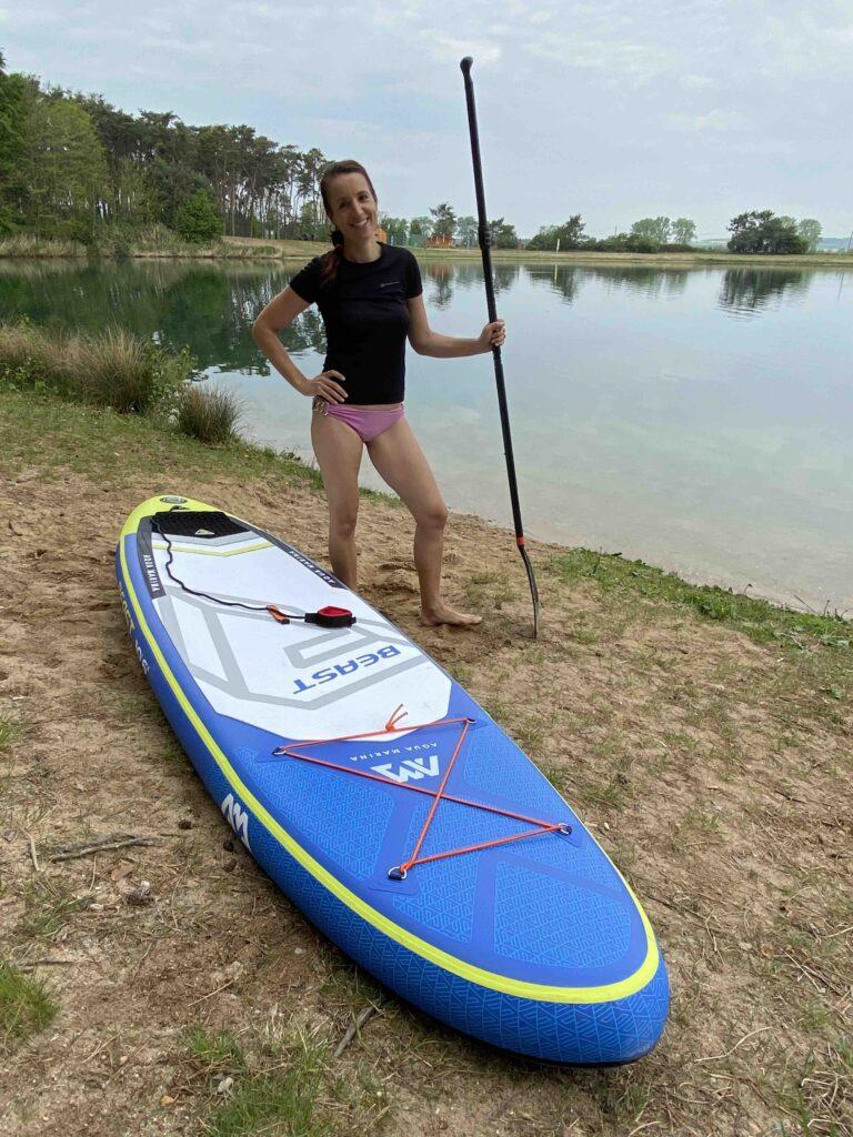 jezero lhota paddleboard pláž póza